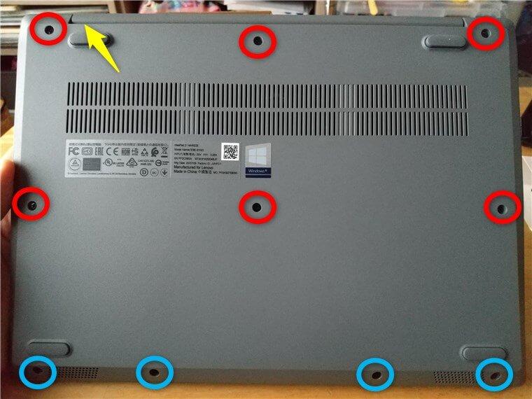Lenovo IdeaPad Slim 350の底面写真