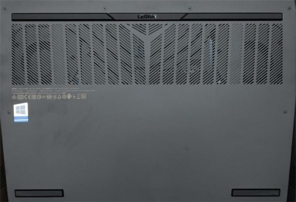 Lenovo Legion 560背面通気口部分